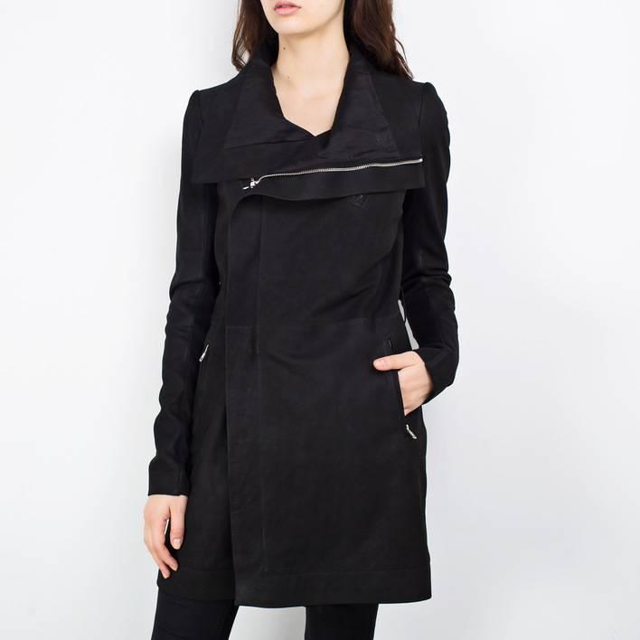 Где можно купить хорошую женскую одежду